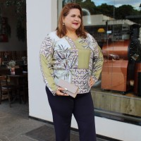 Blusa  plus size feminina Estampada Menina Flor  TAMANHO 52